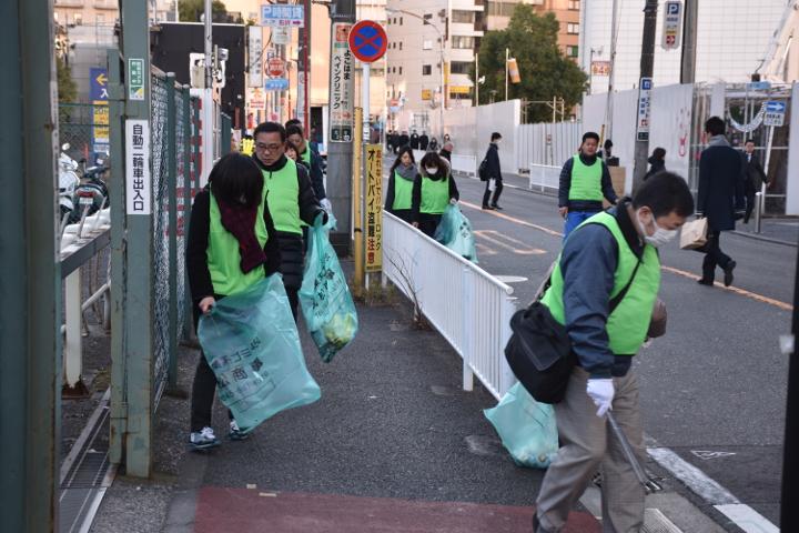 第101回清掃活動 横浜駅西口 ごみ拾い